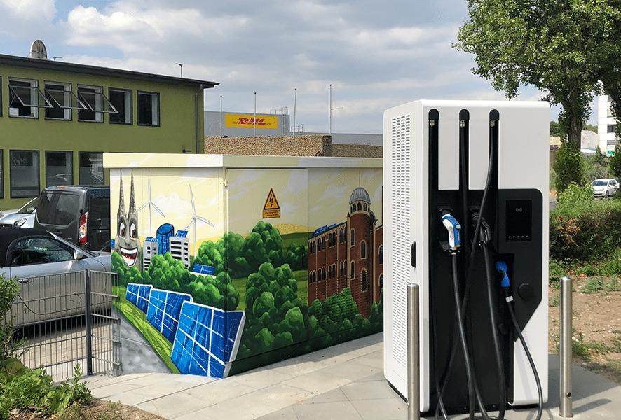 Schnellste E-Ladesäule Kölns geht in Betrieb