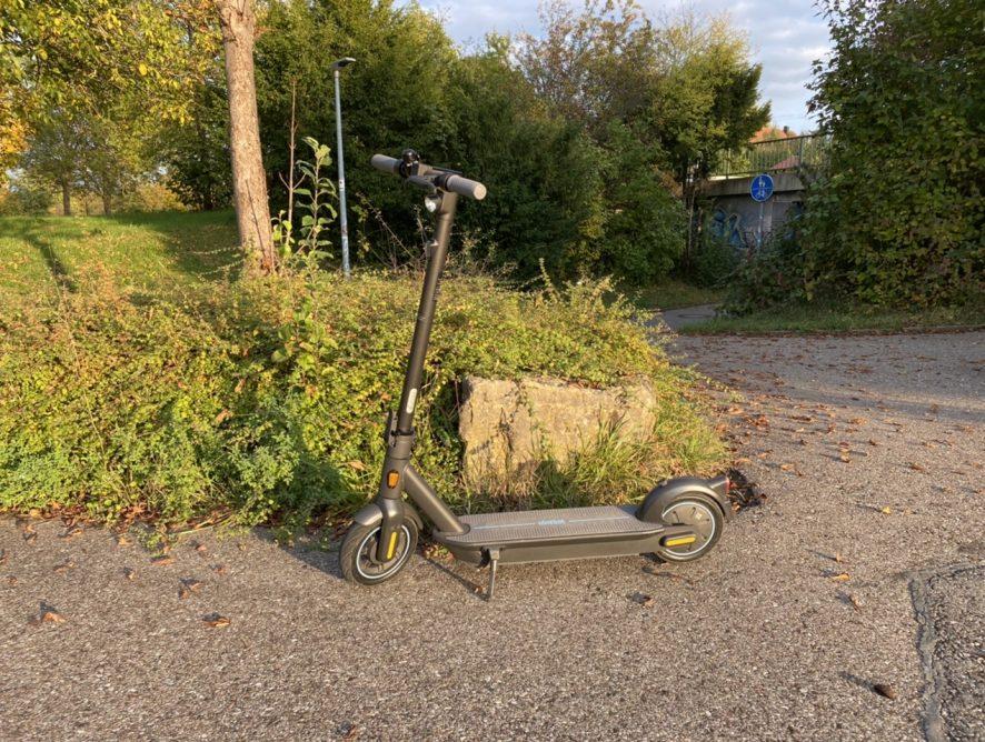 Mit dem E-Scooter zur Arbeit.